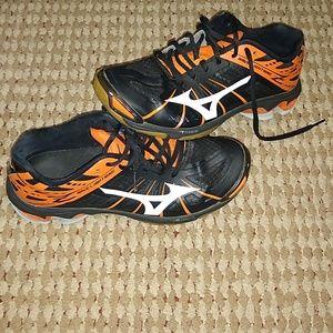 Womens 8.5 Mizuno athletic shoes